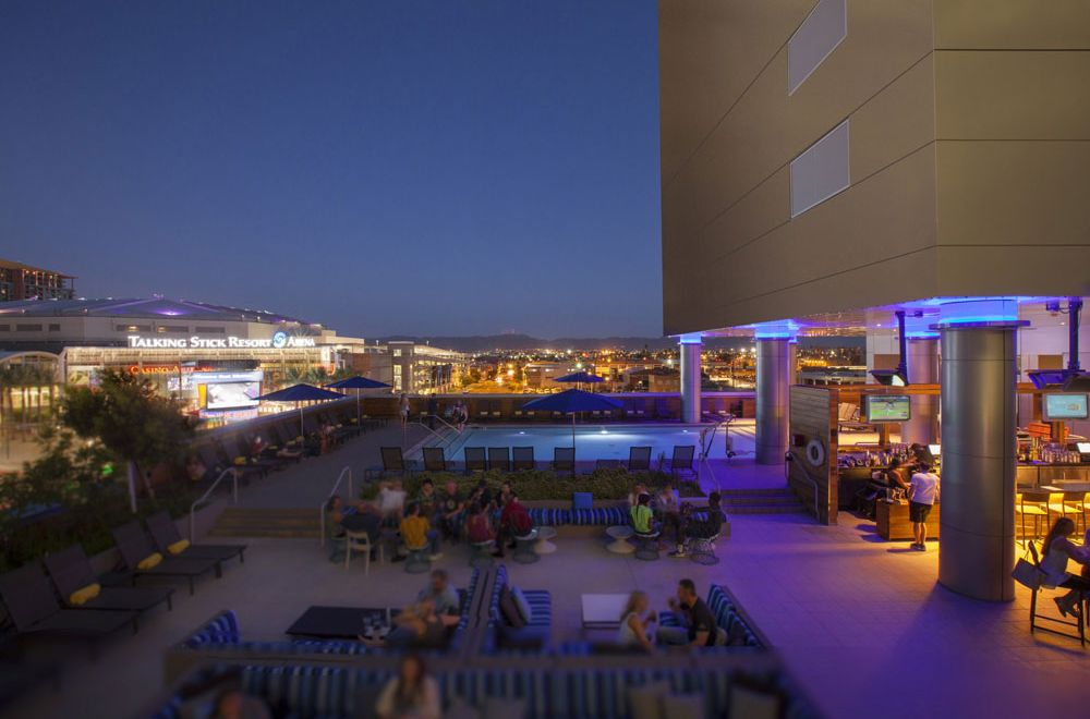 LUSTRE Rooftop Bar